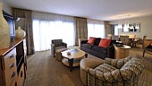 wdw-contemporary-room-type-deluxe-one-bedroom-suite-theme-park-view-170x96.jpg